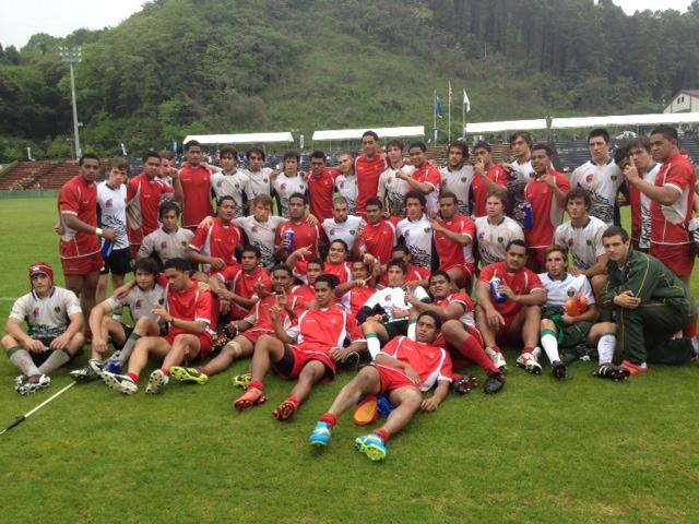 Los chicos de British con sus rivales de Tonga