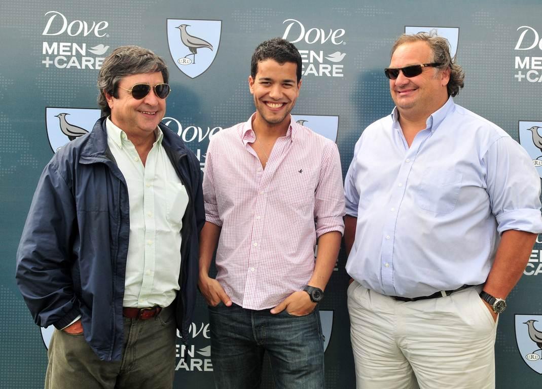 El directivo de la URU Alvaro Alonso, Martín Barreiro. Responsable de Marketing Dove Men y Marcello Calandra, presidente de la URU