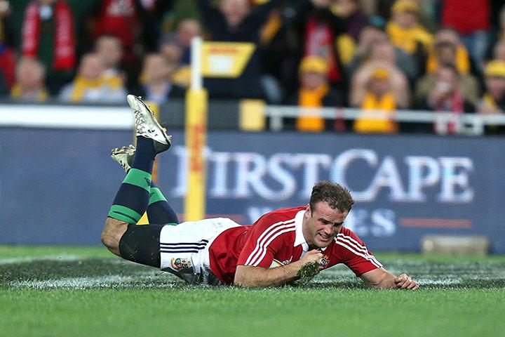 Jamie Roberts scores